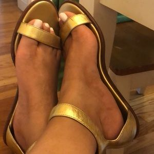 Banana Republic gold sandals size 9